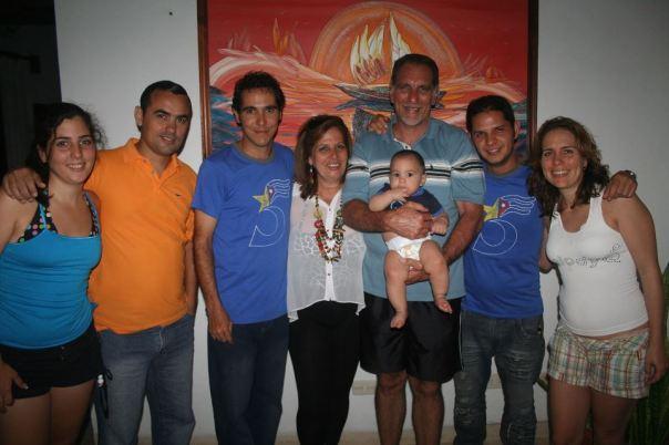 René junto a su familia y amigos