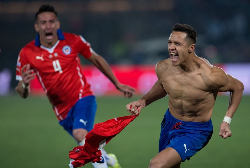 Alexis Sánchez marcó el gol de penal que dio el triunfo 4-1