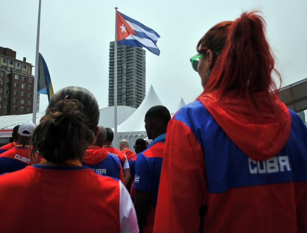 Recorrido por la zona internacional de la villa panamericana e izamiento de la bandera cubana atletas y federativos