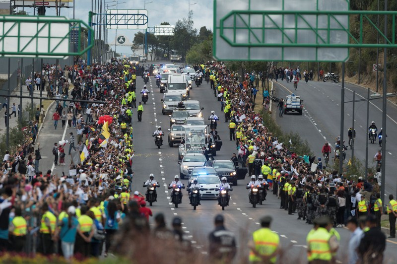 El Papamóvil recorre Quito