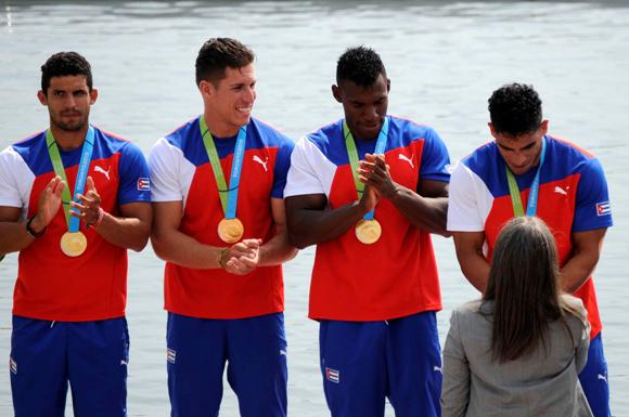 La cuarteta masculina del kayac (K-4) de Cuba, a la distancia de mil metros, integrada por  Jorge García, Renier Mora, Reinier Torres y Alex Menéndez,  gana la segunda medalla de oro de la Mayor de las Antillas, en el Centro Panamericano de Aguas Tranquilas de Welland (WFC), en los XVII Juegos Panamericanos de Toronto, Canadá, el 12 de julio de 2015. AIN FOTO/ Roberto MOREJON RODRIGUEZ