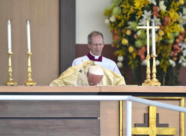 Papa oficia misa en Guayaquil