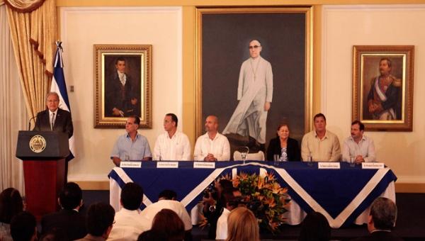 Presidente de El Salvador y Cinco Héroes