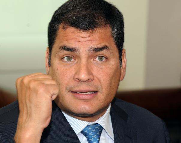 Guayaquil, 29 de Junio de 2010. El Presidente Rafael Correa, brinda declaraciones a medios de comunicación de la ciudad de Guayaquil durante su habitual visita de trabajo este martes. (Foto Santiago Armas/Presidencia de la República)