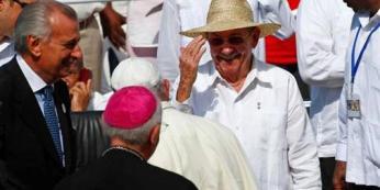 El presidente Raúl presenció la misa del Papa Francisco en Holguín