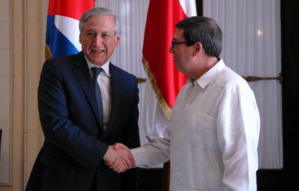 El Ministro de Relaciones Exteriores de Cuba, Bruno Rodríguez Parrilla, recibió en la mañana del 3 de septiembre de 2015, en el MINREX, al Ministro de Relaciones Exteriores de Chile, Heraldo Benjamín Muñoz Valenzuela.