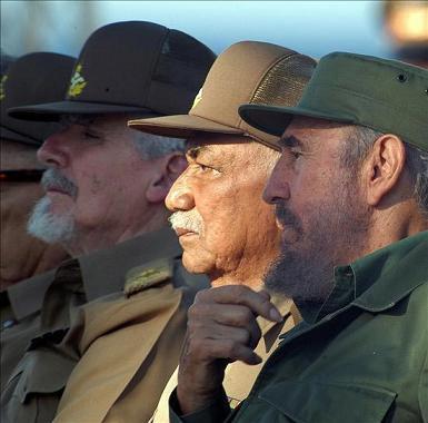 Almedia junto a Fidel y el Comandante Ramiro Valdés