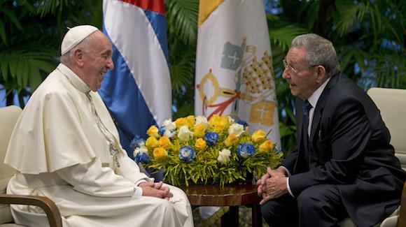 Recibió Raúl al Papa Francisco en el Palacio de la Revolución