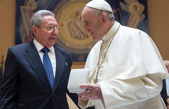 Raúl y el Papa Francisco en el Vaticano en mayo
