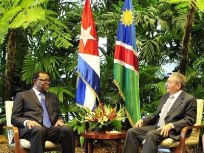 Raúl y el presidente de Namibia