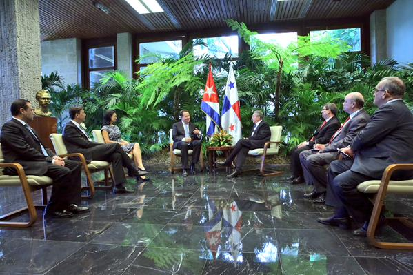 Raúl y el presidente panameño Juan Carlos Varela 3