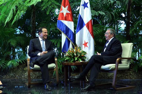 Raúl y el presidente panameño Juan Carlos Varela