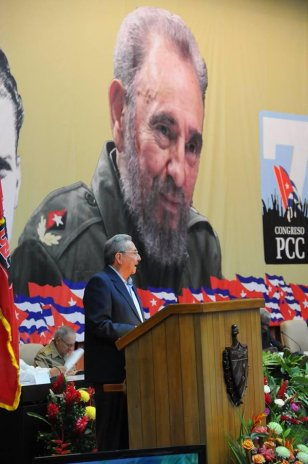 Raúl Castro en el VII Congreso PCC 2