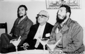 Con Mohamed Ali Currim Chagla embajador de la India y Ernesto Che Guevara.