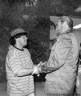 Fidel Castro Ruz recibe al futbolista argentino Diego Armando Maradona en el Palacio de la Revolución. Invitado por Prensa Latina para recoger el Premio al Atleta Latinoamericano Más destacado de 1986. Fue recibido con su familia.B/NPrensa Latina