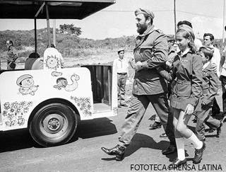 Fidel Castro Ruz,Primer Secretario del CC del PCC,Presidente de los Consejos de Estado y de Ministros,Comandante en Jefe,En la inauguracion del Campamento de pioneros Jose Marti.Fotos.Oscar Mas.Fecha.20.july.1975.PL